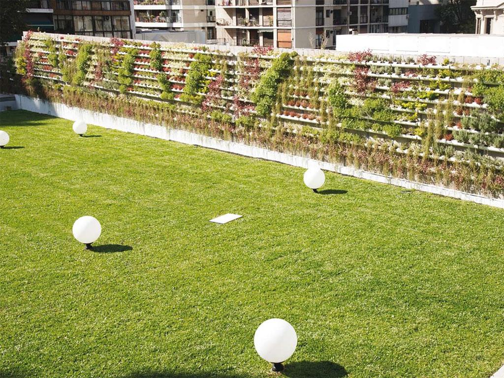 terraza verde en edificio vista buenos aires