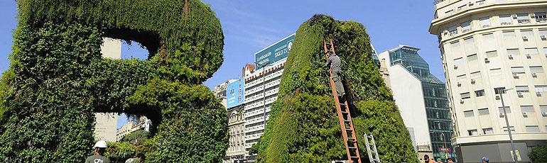 La importancia de construir jardines verticales y terrazas for Edificios con jardines verticales